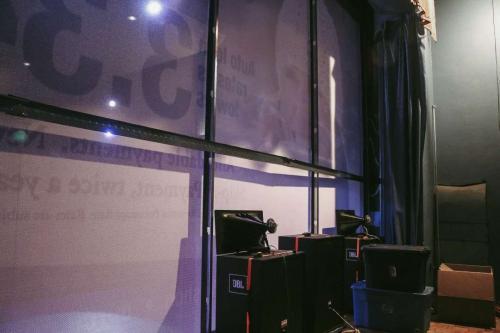 behind-the-screen-vashon-theater